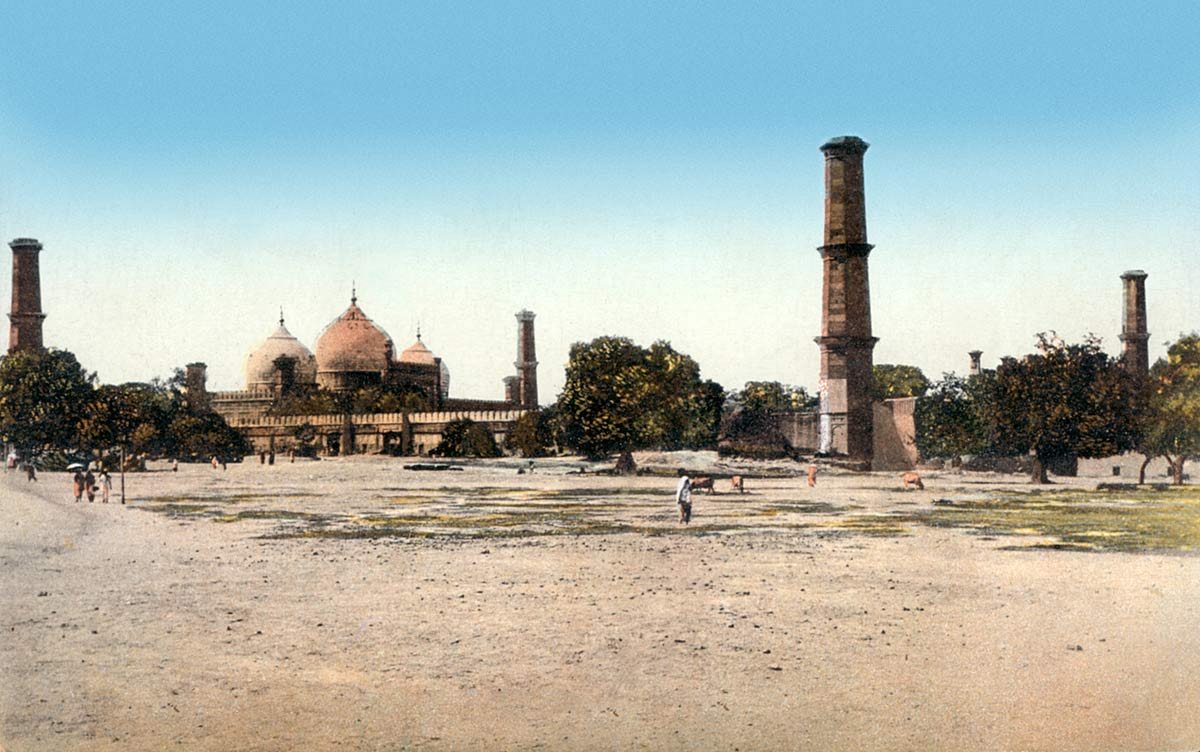 The Royal Mosque Lahore (full view)